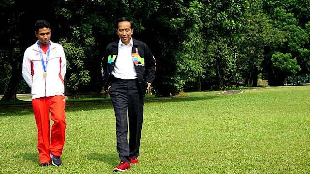 Santainya! Atlit Berprestasi Lalu Muhammad Zohri Berdua Dengan Pak Jokowi Jalan-jalan Keliling Istana Bogor dan Lihat Kuda
