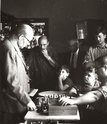Ribera, comentando una partida de ajedrez