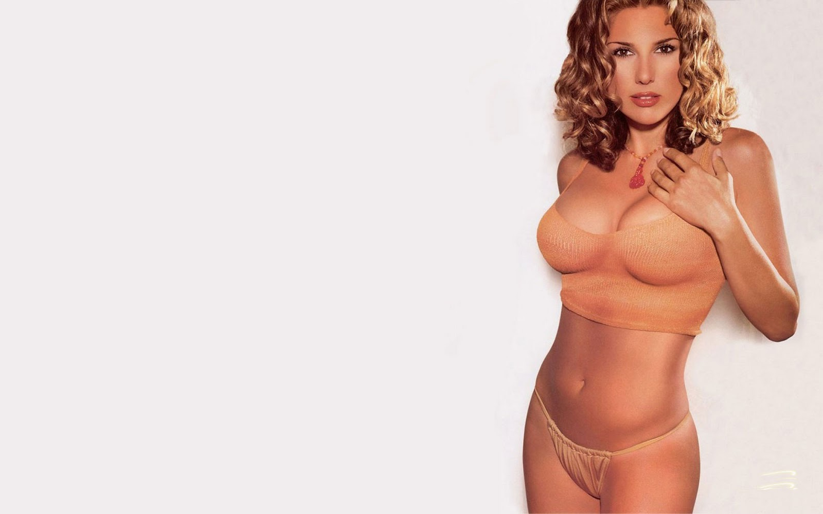 Daisy Fuentes Nude Pictures