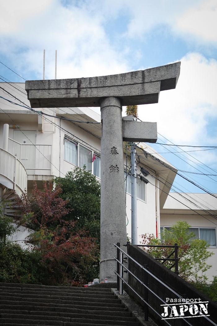 Torii à un pied, sanctuaire sannô-jinja, Nagasaki