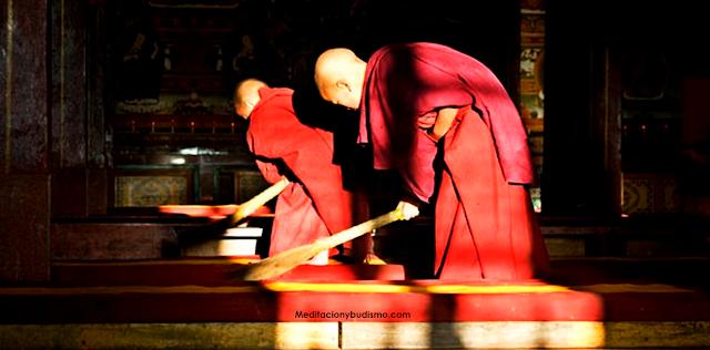 Cómo refleja la limpieza doméstica en la espiritualidad según el budismo
