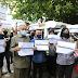Dr M dan anak hadir sokong peserta protes Undi 18