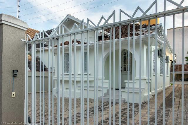 Casa na Rua Inácio Lustosa com grade