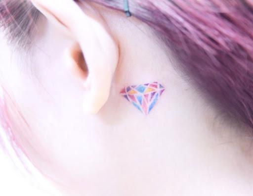 Este colorido diamante