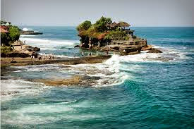 http://www.kabarloka.com/2014/06/berwisata-ke-pura-tanah-lot-tabanan-bali.html