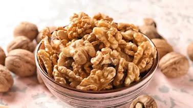 4 BENEFITS OF EATING WALNUTS(AKHROAT)