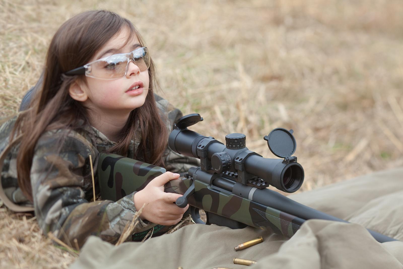 Foto Anak Anak Lagi Pegang Senjata DUNIA CORAT CORET