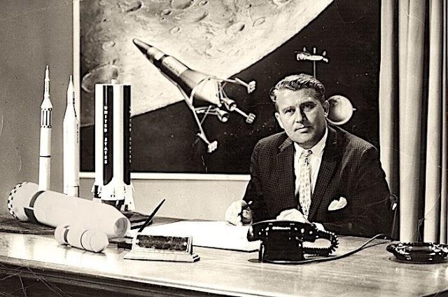 Ο Βέρνερ φον Μπράουν  προέβλεψε το 1952 σε μυθιστόρημα ότι άνθρωπος που ονομάζεται «Elon» θα κατακτήσει τον Άρη
