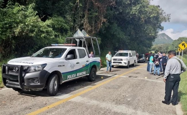 """Sicarios emboscan, someten y robaron casi 3 millones del programa de becas """"Benito Juárez"""" para jóvenes en Chiapas; hieren a 2 policías"""