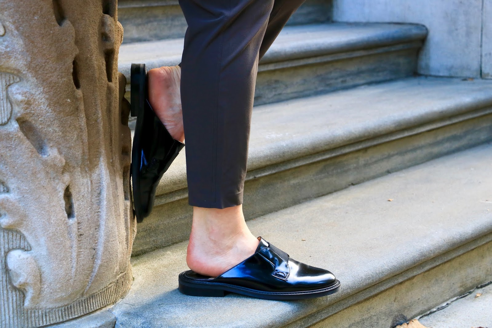 Nyc fashion blogger Kathleen Harper wearing black slides from Theory.