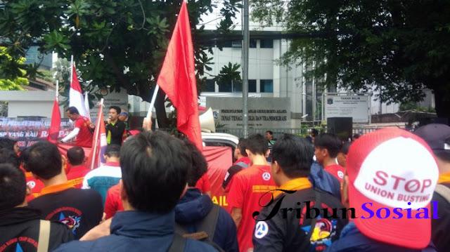 Buruh Sektor Ritel Ancam Duduki Disnaker Jakarta Jika Tak Ada Peraturan Baru