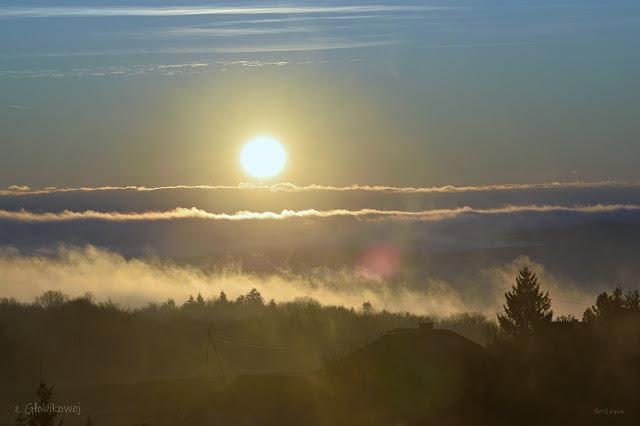 zimowy wschód słońca w Głobikowej