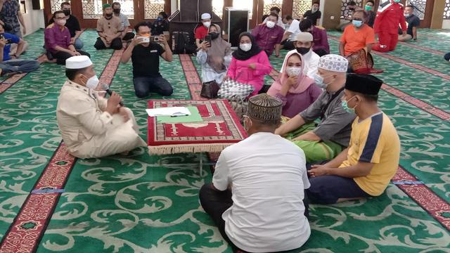 Kepincut Gadis Melayu, Bule Asal Belgia Ini Masuk Islam