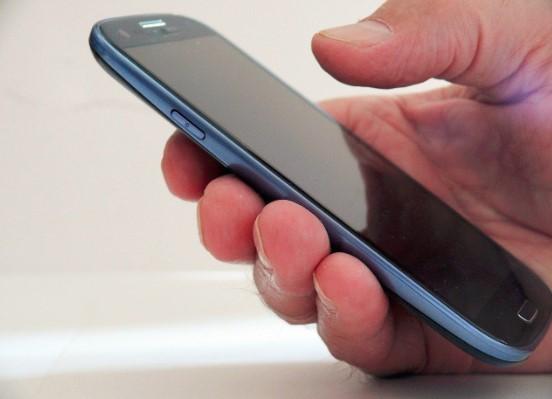 Manfaat Penemuan Teknologi Telepon Genggam dalam Bidang Perdagangan