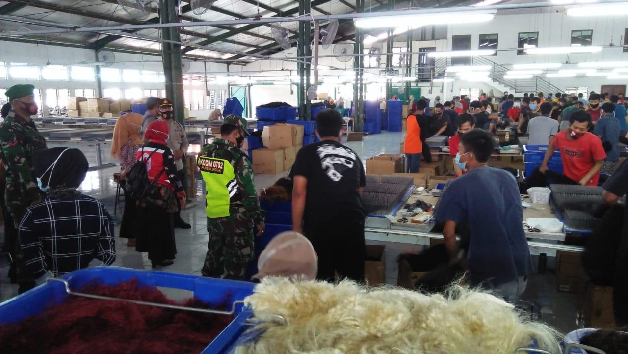 Cegah Kluster Pabrik, Tim Gugus Tugas Kabupaten Purbalingga Laksanakan Operasi Yustisi