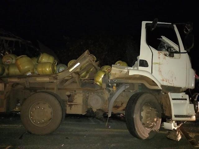 Colisão frontal envolvendo duas carretas deixa um morto e três feridos na BR-316 em Timon/MA