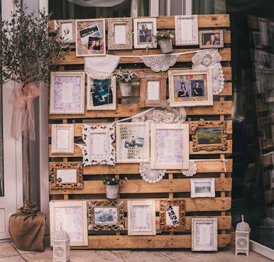 pallets converted into posts to place photos or even cartridges with goodies