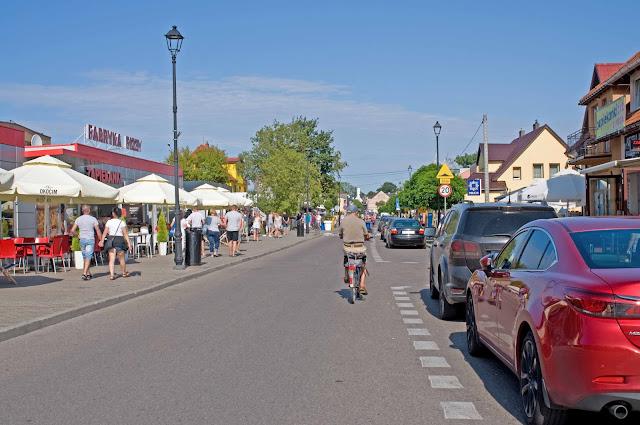 główna ulica w Dziwnowie, centrum miasta