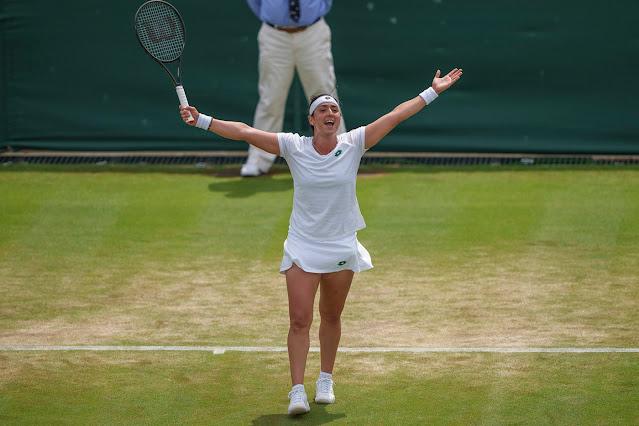 Ons Jabeur comemora sua vitória em Wimbledon