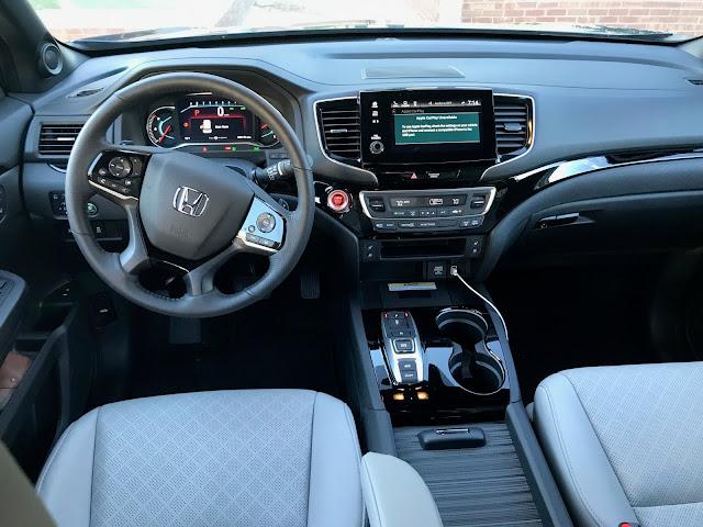 Interior view of 2019 Honda Passport AWD Elite