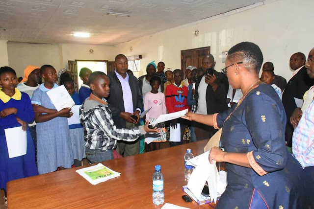 Murang'a Women Rep Sabina Chege distributing cheques to Parents. PHOTO | BMS