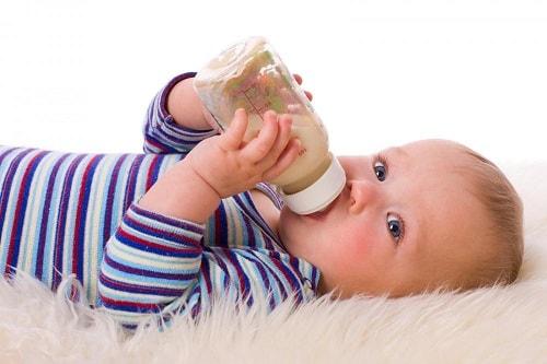 اكل الاطفال الرضع فى الشهر الرابع
