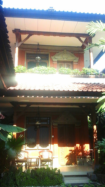 Depan Kamar Hotel Yulia Inn, Ubud, Bali
