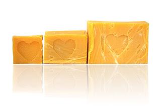 Oliwkowe mydło naturalne dla skóry delikatnej i wrażliwej z Mydlarni Rudy Kot w Pasterce w Górach Stołowych