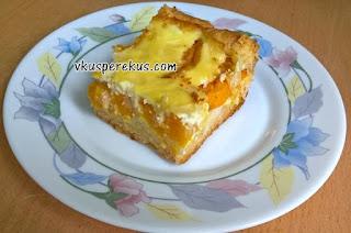 Абрикосовый пирог со сметанной заливкой