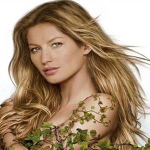 Gisele Budchen com os cabelos lisos