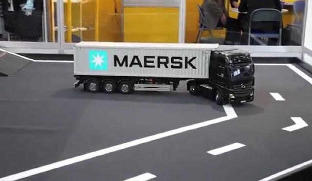 truk kontainer miniatur