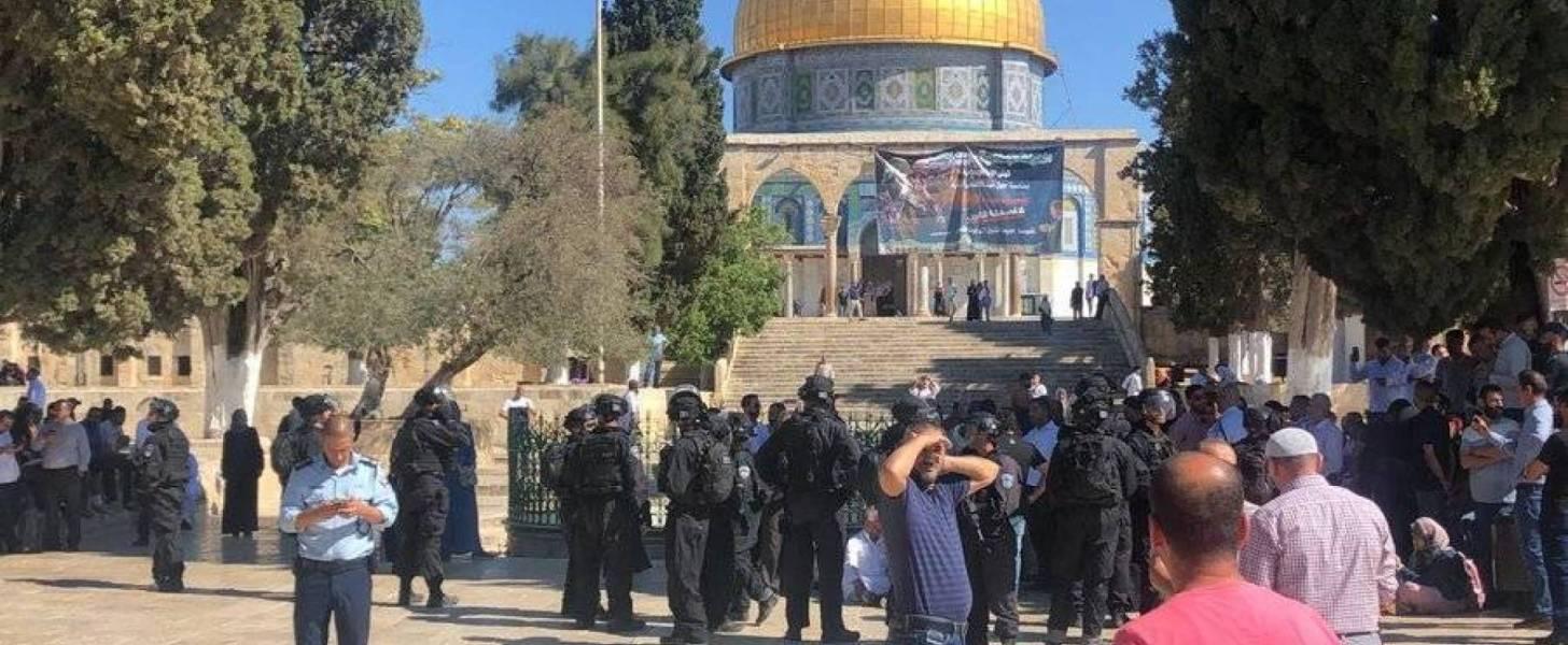 اشتباكات بالمسجد الأقصى..دماء في يوم العيد في مواجهات بين مصلين فلسطينيين وشرطة إسرائيل