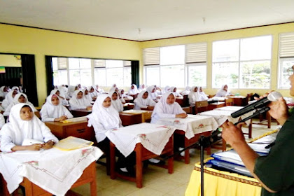 100 Pelajar SMP Ikuti Penyuluhan Penyakit HIV-AIDS