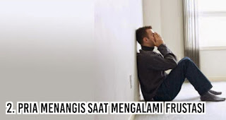 Pria menangis saat Mengalami frustasi.
