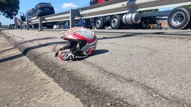 Motociclista morre na BR-116 ao ser atingido por carro e jogado contra mureta em Messejana