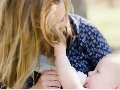 تساقط الشعر بعد الولادة عند الأمهات