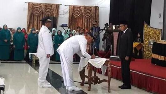 Gubernur Sumbar Lantik Mahyeldi-Hendri Septa Sebagai Wali Kota dan Wakil Wali Kota Padang