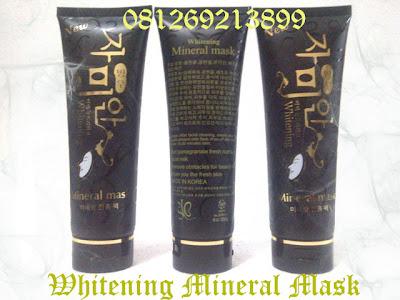 Black Pome Mineral Mask