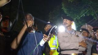 Kepolisian Membubarkan Aksi Pendukung Ahok di Mako Brimob