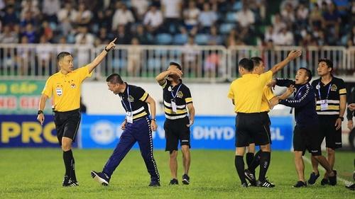 Tổ trọng tài của ông Ngô Duy Lân đã làm tốt ở trận lượt đi tứ kết Cúp Quốc gia HAGL hòa Hà Nội