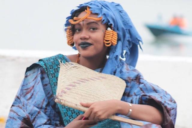 """Le """"oupoukay"""" traditionnel sénégalais ou éventail : Culture, éventail, tradition, accessoire, chaleur, vent, local, sénégalais, LEUKSENEGAL, Dakar, Sénégal, Afrique"""