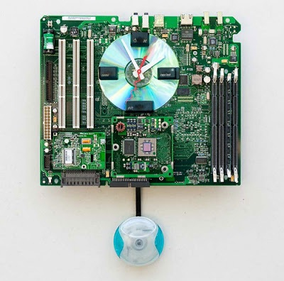 Jam dinding dari recycle motherboard komputer lengkap dengan RAM dan processor