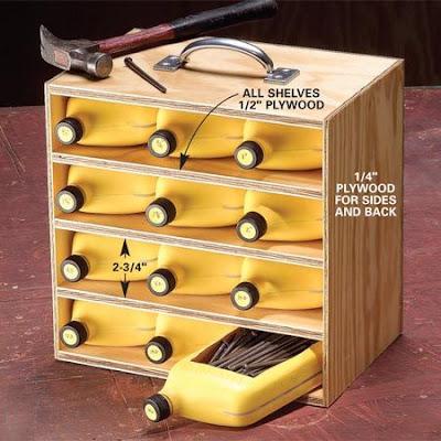Organizador feito com recipientes de pastico