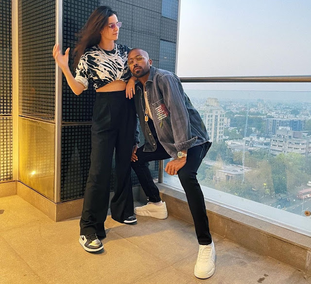 Hardik Pandya seen posing like this with wife Natasha, pictures are fiercely viral Funny Jokes