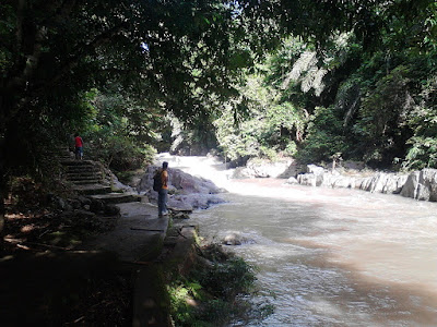 wisata sungai kinarum, riam, batu
