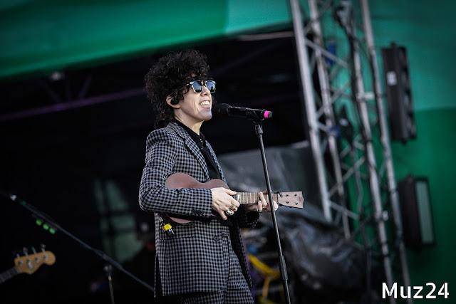 Фотографии с выступления LP на фестивале Ласточка