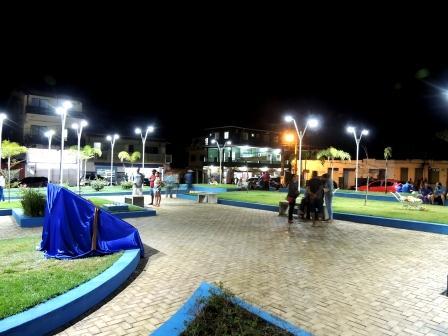 Praça Luiz Viana Filho é entregue a população de Itarantim