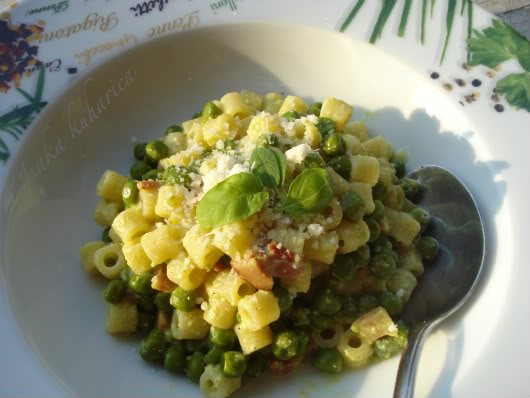 Ditalini with peas by Laka kuharica: creamy, fresh and cheesy sauce with peas perfectly compliments this small pasta shapes.