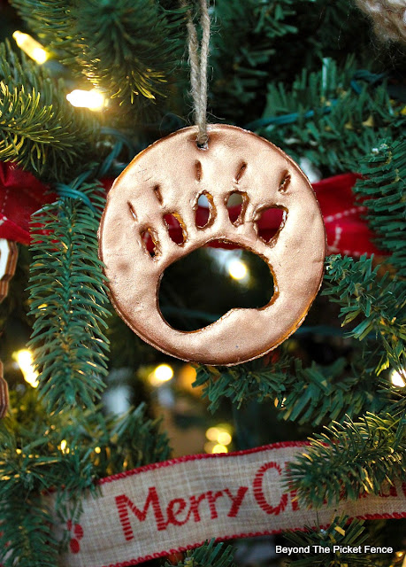 model magic, ornaments, animal prints, fusion mineral paint, Christmas, DIY, http://bec4-beyondthepicketfence.blogspot.com/2015/12/12-days-of-christmas-day-9-easy.html
