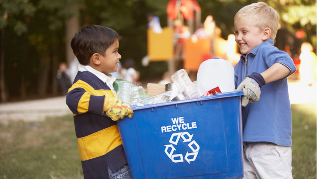 membuang sampah dengan teratur
